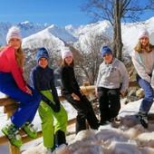 Depuis plusieurs années, nous sommes très attachés à soutenir l'association @achacunsoneverest pour son implication auprès de femmes et enfants en rémission d'un cancer à travers des séjours ressourçants à Chamonix. C'est pourquoi nous sommes heureux de vous présenter 2 modèles exclusifs aux couleurs d'À Chacun son Everest ! Bien évidemment, l'intégralité des bénéfices seront reversés à l'association. Alors, n'attendez plus pour soutenir cette belle association et leur dire MERCI ❤  #achacunsoneverest #soutien #association #bonnet #ledrapo #madeinfrance #fabriquéenfrance