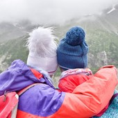 Découvrez, en édition limitée, les bonnets aux couleurs de l'association @achacunsoneverest ! Deux modèles et deux tailles (adulte et enfant) disponibles. L'intégralité des bénéfices seront reversés à l'association. Alors, n'attendez plus pour soutenir cette belle association et leur dire MERCI ❤ 👉 www.ledrapo.com/fr/9-modeles-exclusifs  #bonnet #achacunsoneverest #ledrapo #fabriqueenfrance