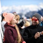 Comme une envie d'un café en terrasse... 🤔☕ Nous vous souhaitons un excellent week-end ensoleillé ! ☀  #café #terrasse #soleil #outdoor #friends #family #happy #fun #moutain  #bonnet #madeinfrance #fabriquéenfrance #ledrapo