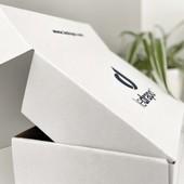 BOÎTE CARTON 🇫🇷 Made in pas loin du tout... Parce qu'on aime valoriser le savoir-faire local et assurer la qualité, les boîtes carton pour envoyer vos précieuses commandes sont produites, imprimées et découpées en France dans les ateliers @smartpack18 situés en région lyonnaise.  #emballage #boitecarton #madeinfrance #regionauvergnerhonealpes #ledrapo
