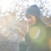 On aime l'automne est ses belles couleurs...🍂 et vous ? Le bonnet Jade 100% laine mérinos est à retrouver sur notre boutique en ligne.  #automne #bonnet #lainemerinos #ledrapo #fabriqueenfrance #madeinfrance